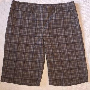 BCBGMaxazria Sz 8 Brwn/tan/wht plaid shorts